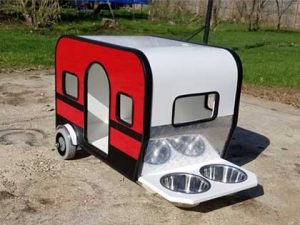Front & Side View of RV Dog House with Food Bowls